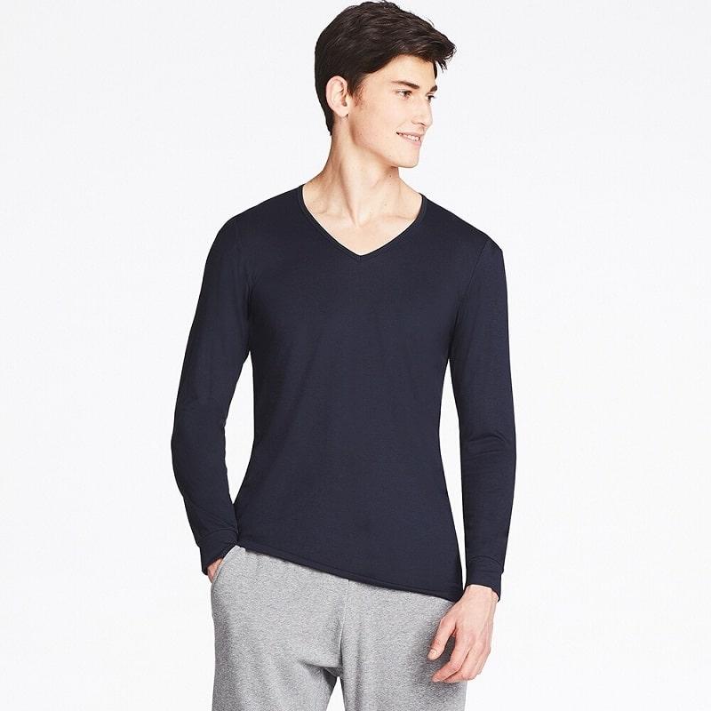 áo cổ chữ V giúp nam giới cao thêm