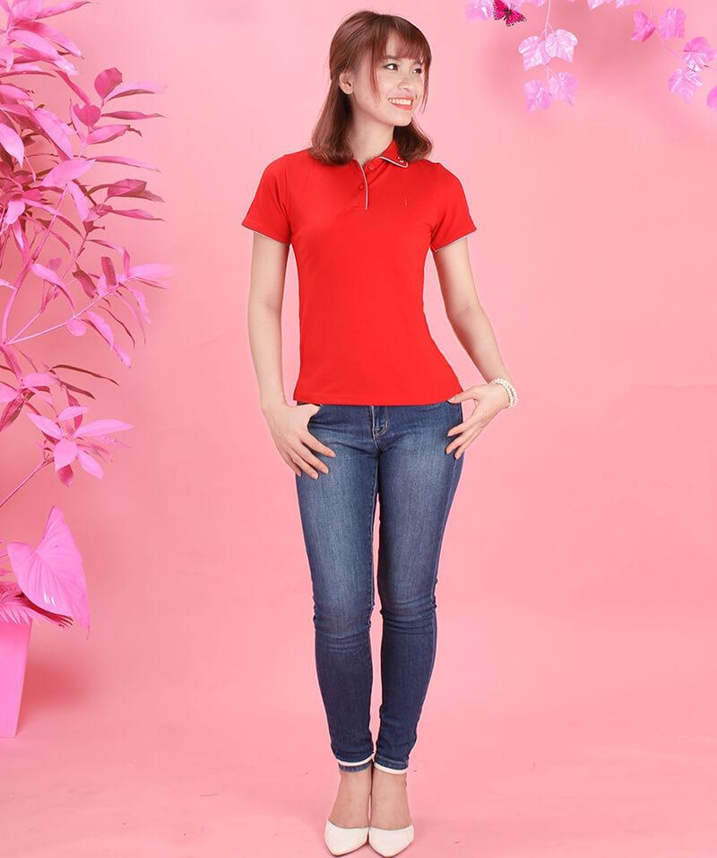 mix áo thun đồng phục cùng quần jean